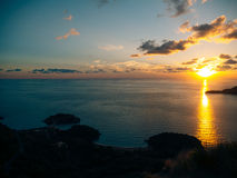 Insel von Abschluss Sveti Stefan oben bei Sonnenuntergang Montenegro, das Adria Stockbild
