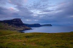 Insel von Skye Glendale Cost Landscape an der blauen Stunde Schottland Natu lizenzfreie stockfotos
