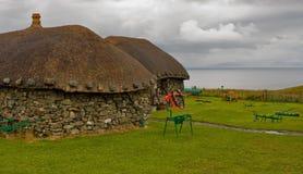 Insel von Skye: Museum mit alten Hütten und Wagen Lizenzfreie Stockfotos
