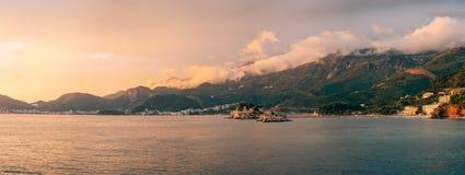 Insel von Sveti Stefan, Ansicht vom Strand von Crvena Glavica, a Lizenzfreies Stockfoto