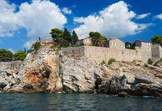 Insel von Sveti Stefan, Montenegro, Balkan, adriatisches Meer, Europ Lizenzfreie Stockfotografie