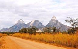 Inselbergs av nordliga Mocambique Royaltyfria Bilder