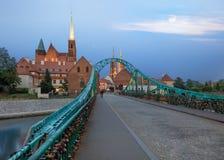 Inselbrücke Breslaus Tumski, klarer Sonnenuntergang Lizenzfreie Stockfotos