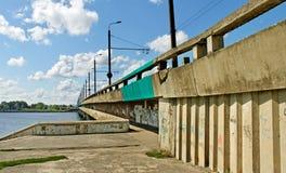 Inselbrücke in Riga. Lizenzfreies Stockbild