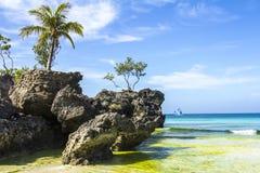 Inselmeer Boracays Philippinen, Strand, Wasser, Ozean, Küste, Blau, Himmel, Landschaft, Sommer, Natur, Insel, Reise, tropisch, Fe lizenzfreie stockfotografie
