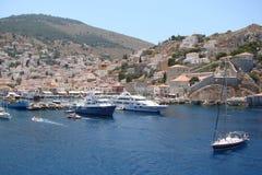Inseln des südlichen Teils von Griechenland Poros, Hydra, Aegina 06 15 2014 Die Landschaft der griechischen Inseln des heißen Som Lizenzfreie Stockfotografie