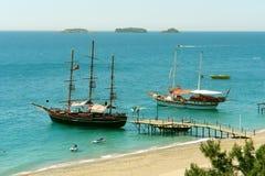 Inseln und Yachten. Stockfoto