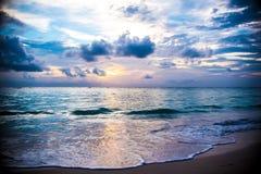 Inselsonnenaufgang und -sonnenuntergang der Dominikanischen Republik Lizenzfreie Stockfotos