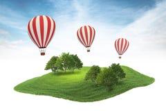 Inselstück Land mit Wald und Heißluft steigt sich hin- und herbewegendes i im Ballon auf Lizenzfreies Stockbild