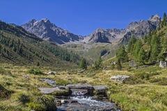 Insenatura della montagna in valle di Oetztal Immagine Stock