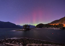Insenatura ed aurora simili a pelliccia alla mezzanotte Fotografia Stock Libera da Diritti