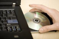 Inserción de un Cd Fotografía de archivo libre de regalías