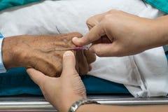 Inserción Medicut de la enfermera Imagenes de archivo