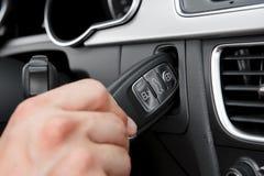 Inserimento del tasto dell'automobile di alta tecnologia Immagine Stock Libera da Diritti