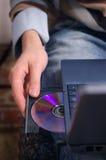 Inserisca il disco in giocatore Fotografia Stock