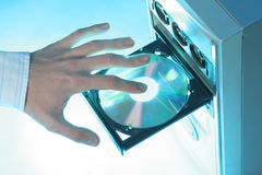Insertion d'un disque compact-ROM Photos stock