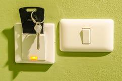 Insertion de carte principale d'hôtel au contrôle de commutateur électrique de l'électrique Photos stock