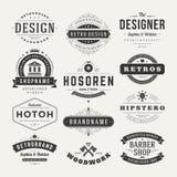 Insígnias retros do vintage ou vetor ajustado Logotypes Imagens de Stock