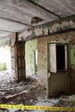 Insida av den öde skolan i den Tjernobyl zonen ukraine Royaltyfri Bild