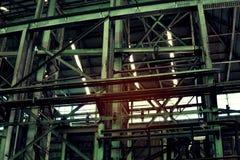 Insida av den gamla otvungenhetfabriken En strukturinre av tom ind arkivfoton