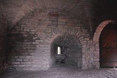 Insida av det monarkiska tornet av fästningen Oreshek nära Shlisselburg, Ryssland Royaltyfri Fotografi