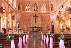 insida av kyrkan Royaltyfria Bilder