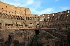 Insida den romerska Colosseumen royaltyfri fotografi
