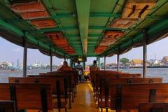 Insidan av det Chao Phraya hastighetsfartyget, Bangkok, Thailand Arkivbild