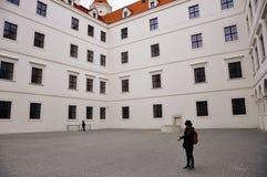 A-insidasikt av den Bratislava slotten, Bratislava, Slovakien arkivbild
