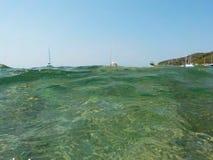 Inside fala woda jasny błękitny morze zdjęcia royalty free