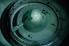 Inside niedokończony reaktorowy naczynie zaniechana elektrownia jądrowa Dolny widok metal kopuła Zdjęcie Stock