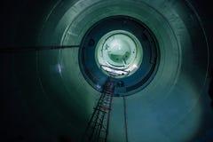 Inside niedokończony reaktorowy naczynie zaniechana elektrownia jądrowa Dolny widok metal kopuła Obraz Stock