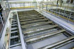Inside nowożytny wastewater zakład przeróbki Flotacja zbiornik z ścieki zdjęcia royalty free