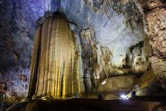 Inside raj jamy Thien Duong jama, Ke Łomota parka narodowego, Wietnam Zdjęcie Royalty Free