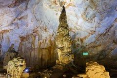 Inside raj jamy Thien Duong jama, Ke Łomota parka narodowego, Wietnam Fotografia Royalty Free