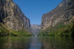 Inside Sumidero jar blisko Tuxtla Gutierrez w Chiapas fotografia royalty free