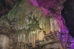 Inside widok borra jama z kolorowymi światłami, Arak dolina, Visakhapatnam Andhra Pradesh, India, Marzec 04 2017 Zdjęcie Stock