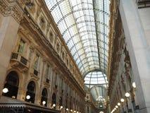 Inside widok Galleria Vittorio Emanuele II w Mediolańskim Włochy zdjęcie royalty free