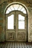 Inside widok opustoszały bieg puszka budować ilustracji