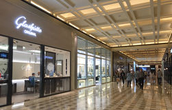 Inside widok zakupy centrum handlowe w Orchad rd, Singapur zdjęcia stock
