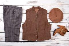 Insieme alla moda della femmina dei vestiti di inverno Fotografia Stock