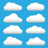 Insieme bianco dell'icona della nuvola Nubi lanuginose Simboli nuvolosi del segno del tempo Web piano di progettazione, elemento  illustrazione vettoriale