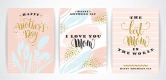 Insieme buona Festa della Mamma di iscrizione delle cartoline d'auguri con lettere con i fiori Immagini Stock Libere da Diritti
