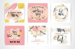 Insieme buona Festa della Mamma di iscrizione delle cartoline d'auguri con lettere con i fiori Immagine Stock Libera da Diritti