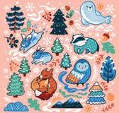 Insieme decorativo del nuovo anno e di Natale con gli animali e gli elementi della foresta su un fondo rosa Illustrazione di vett immagini stock
