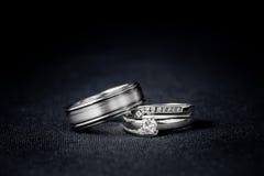 Insieme degli anelli di cerimonia nuziale Immagine Stock