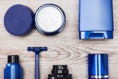 Insieme degli elementi essenziali maschii di cura di pelle Fotografia Stock Libera da Diritti