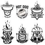 Insieme degli emblemi con il hot dog Progetti l'elemento per l'emblema, il segno, il manifesto, distintivo royalty illustrazione gratis