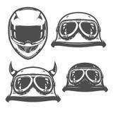 Insieme degli emblemi d'annata, del logo, del tatuaggio e delle stampe di stile del casco del motociclo royalty illustrazione gratis