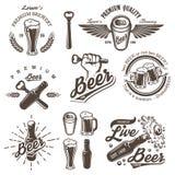 Insieme degli emblemi d'annata della fabbrica di birra della birra Immagine Stock